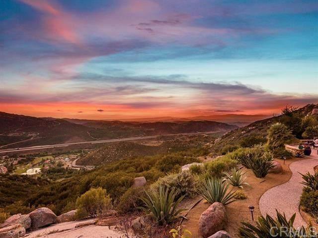 9782 Crystal Ridge Dr, Escondido, CA 92026 (#302679007) :: Solis Team Real Estate