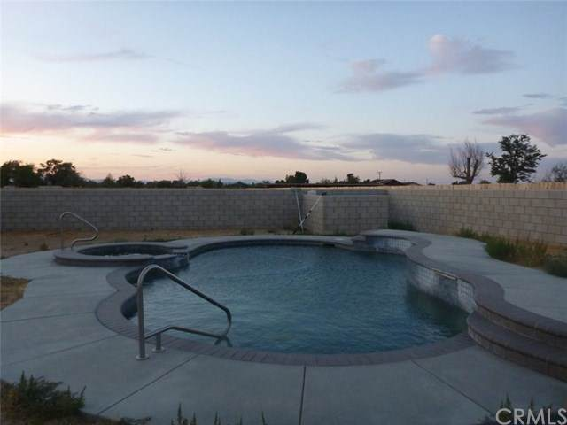 9139 W Avenue F8, Antelope Acres, CA 93536 (#302878496) :: Farland Realty