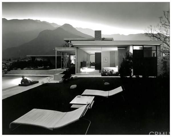 470 W Vista Chino, Palm Springs, CA 92262 (#302946164) :: Dannecker & Associates