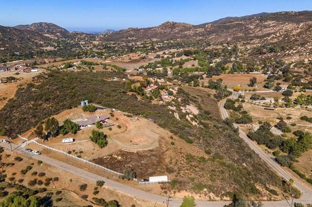 2842 Tucker Trl, Jamul, CA 91935 (#302966638) :: Team Forss Realty Group