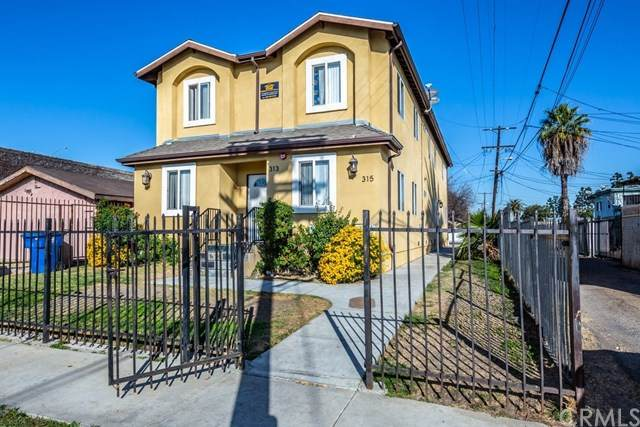 313 W 105th Street, Los Angeles, CA 90003 (#302993227) :: Compass
