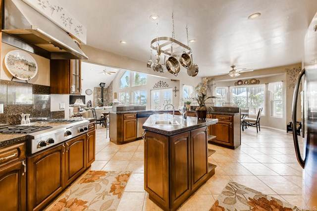30415 Bella Linda Dr, Valley Center, CA 92082 (#302993555) :: Team Forss Realty Group