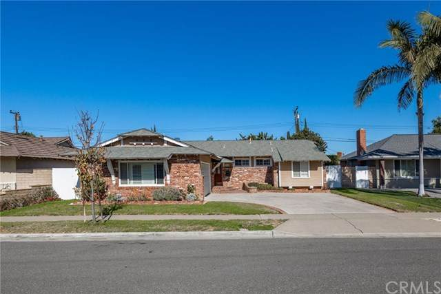 946 Magellan Street, Costa Mesa, CA 92626 (#303005661) :: Dannecker & Associates
