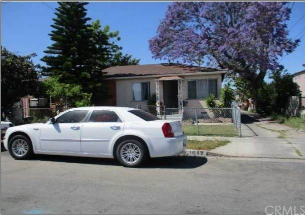 1027 W 110th Street, Los Angeles, CA 90044 (#303020529) :: The Stein Group