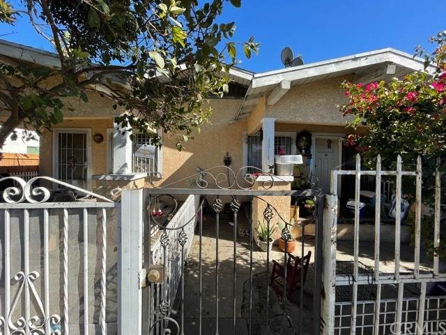 6812 Compton Avenue, Los Angeles, CA 90001 (#303021369) :: Compass