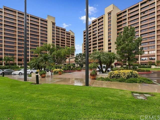 24055 Paseo Del Lago #1, Laguna Woods, CA 92637 (#IG21072342) :: Wannebo Real Estate Group