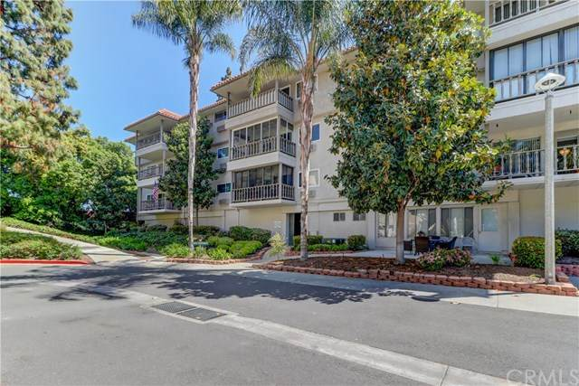 2405 Via Mariposa W 2C, Laguna Woods, CA 92637 (#OC21080857) :: Cay, Carly & Patrick | Keller Williams