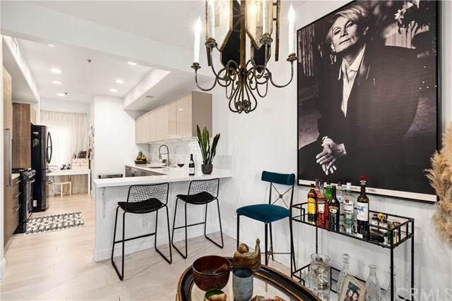 851 N San Vicente Boulevard #128, West Hollywood, CA 90069 (#SW21080387) :: The Legacy Real Estate Team