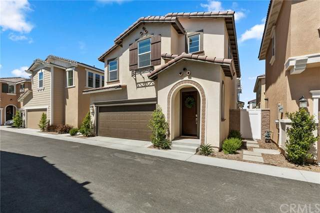 6017 Oatfield Avenue, Eastvale, CA 92880 (#PW21090916) :: SD Luxe Group