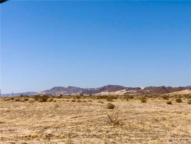 33 Desert Knoll, 29 Palms, CA 92277 (#JT21100186) :: The Legacy Real Estate Team