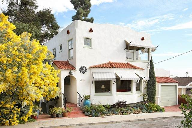 3933 Saint James Place, Mission Hills (San Diego), CA 92103 (#OC21037191) :: Dannecker & Associates