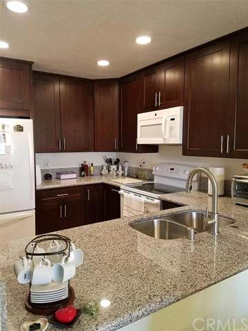 992 Lupine Hills Drive #98, Vista, CA 92081 (#IG21109170) :: PURE Real Estate Group