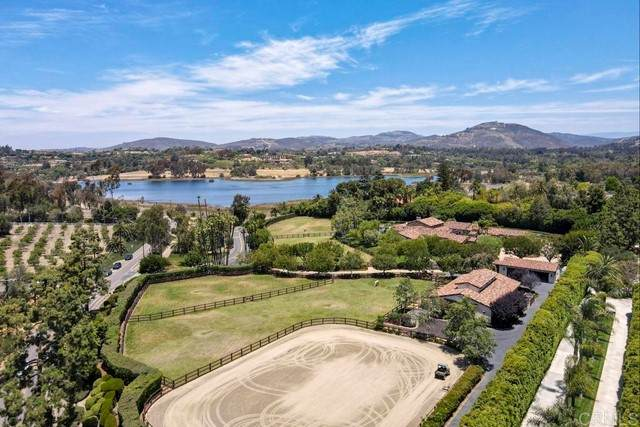 6473 Lago Lindo, Rancho Santa Fe, CA 92067 (#NDP2106523) :: The Stein Group