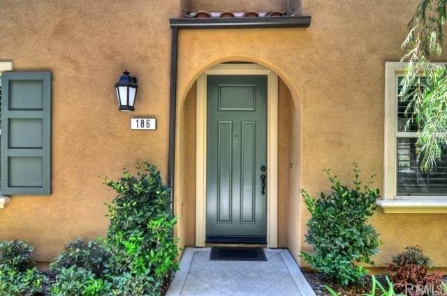 186 Pathway, Irvine, CA 92618 (#OC21127798) :: SD Luxe Group