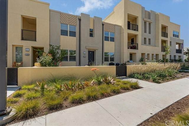208 Paramount, Irvine, CA 92618 (#OC21130507) :: Wannebo Real Estate Group