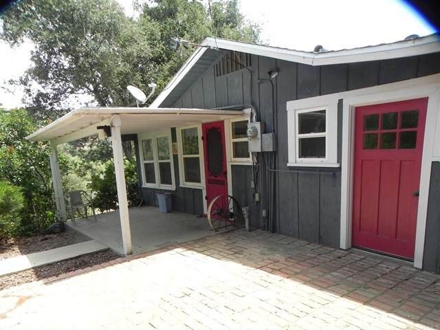 9872 Oak Grove Drive, Descanso, CA 91916 (#PTP2104208) :: Compass