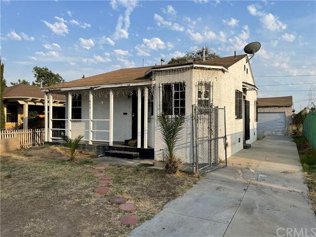 660 E 118th Street, Los Angeles, CA 90059 (#DW21131522) :: SunLux Real Estate