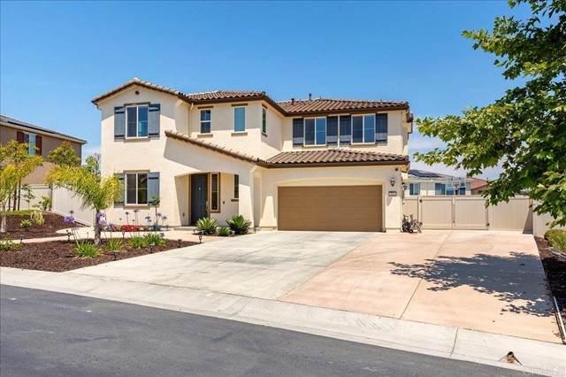 913 Presidio Way, Vista, CA 92081 (#NDP2107061) :: Solis Team Real Estate