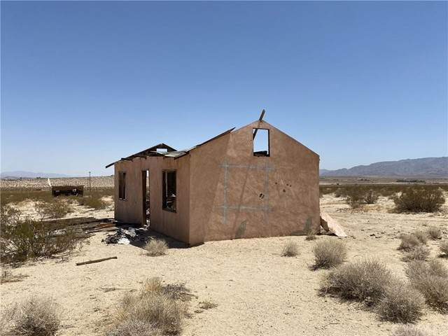 68000 Old Chisholm Trail, 29 Palms, CA 92277 (#SW21134571) :: COMPASS