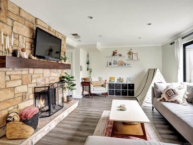 359 Flower Lane, Vista, CA 92083 (#NDP2107217) :: Solis Team Real Estate