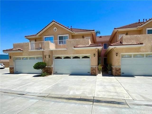 3561 W Ball Road, Anaheim, CA 92804 (#PW21158960) :: Compass