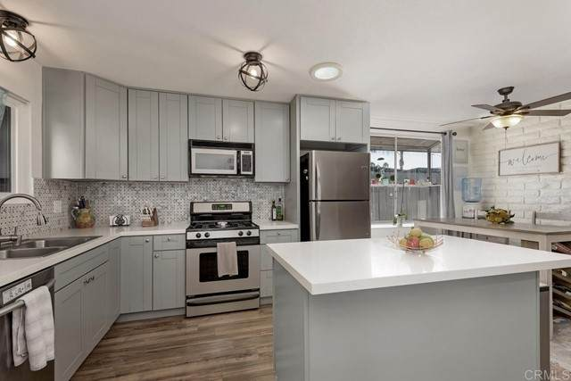 810 E Washington Avenue A, Escondido, CA 92025 (#NDP2108545) :: Team Forss Realty Group