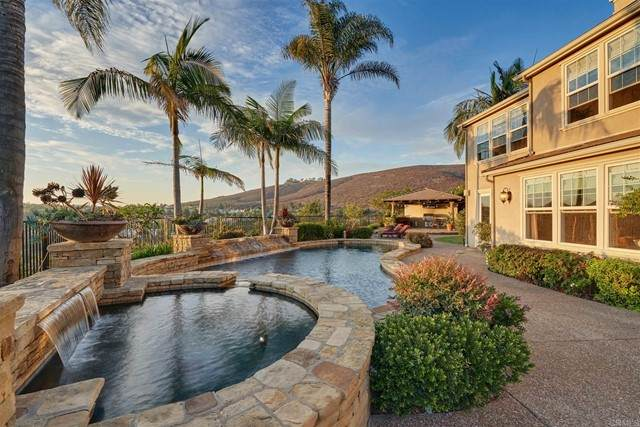 3588 Calle Palmito, Carlsbad, CA 92009 (#NDP2108598) :: The Miller Group