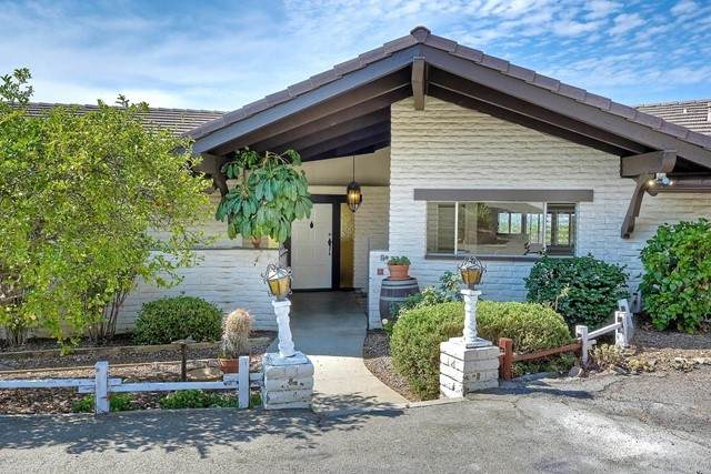 944 Luna Vista Drive, Escondido, CA 92025 (#NDP2108674) :: The Mac Group