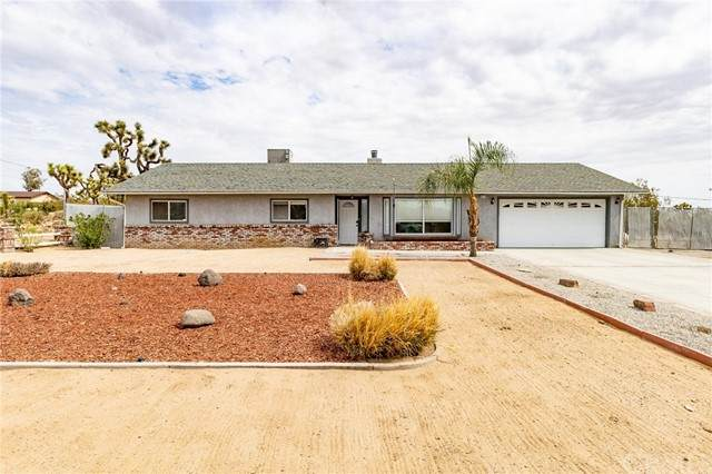 58714 Sun Mesa Drive, Yucca Valley, CA 92284 (#JT21149412) :: SD Luxe Group