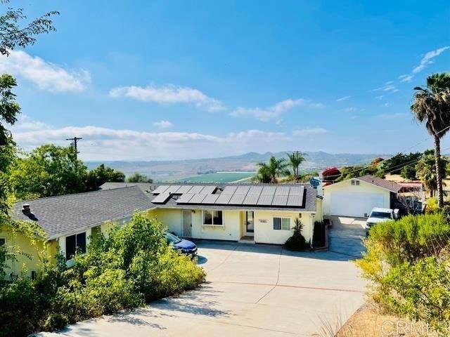 422 Hutchison St, Vista, CA 92084 (#NDP2108868) :: Solis Team Real Estate
