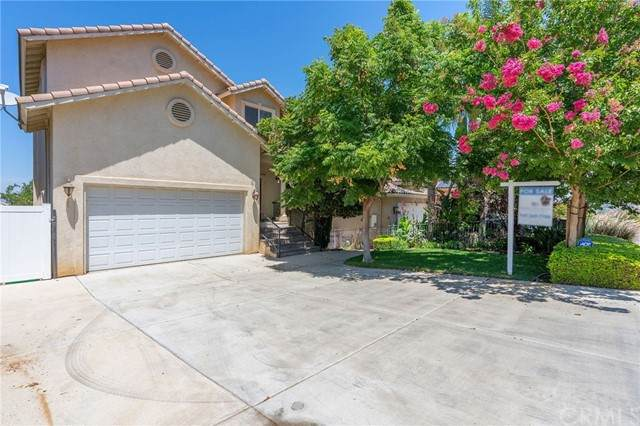 14464 Dove Canyon Drive, Riverside, CA 92503 (#SW21167730) :: Wannebo Real Estate Group