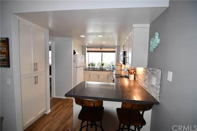 146 Bronze Way, Vista, CA 92083 (#OC21182080) :: Solis Team Real Estate