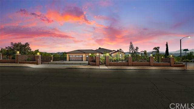 17817 Wildwood Creek Road, Riverside, CA 92504 (#OC21193844) :: Wannebo Real Estate Group
