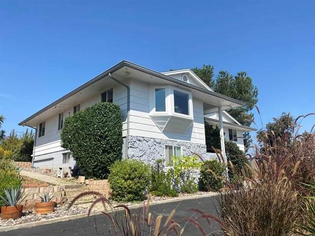 1825 Summit Hill Drive, Escondido, CA 92027 (#NDP2110593) :: Solis Team Real Estate