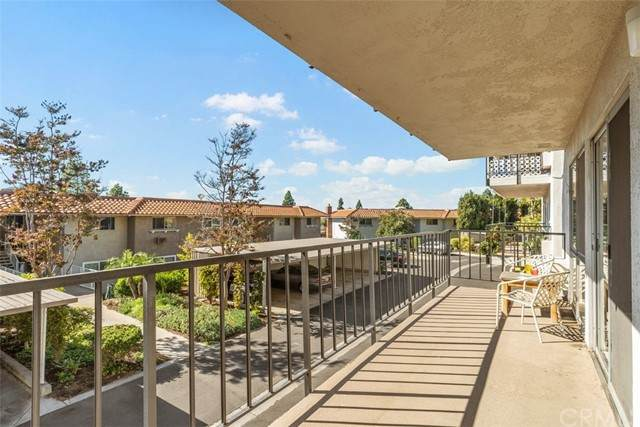 2295 Via Puerta A, Laguna Woods, CA 92637 (#OC21204498) :: Carrie Filla & Associates