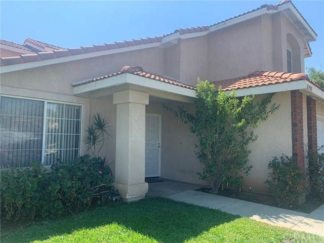 25909 Blueleaf Street, Moreno Valley, CA 92553 (#SW21206646) :: The Mac Group