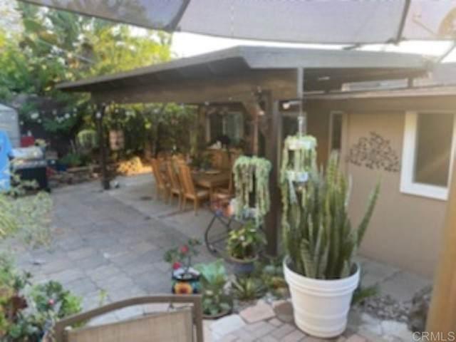 408 S Orange Ave, Fallbrook, CA 92028 (#NDP2110920) :: Solis Team Real Estate