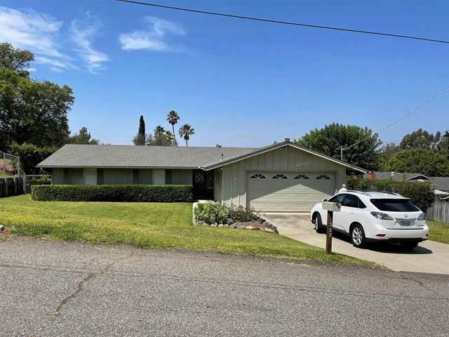 1323 Los Amigos, Fallbrook, CA 92028 (#NDP2110923) :: Solis Team Real Estate