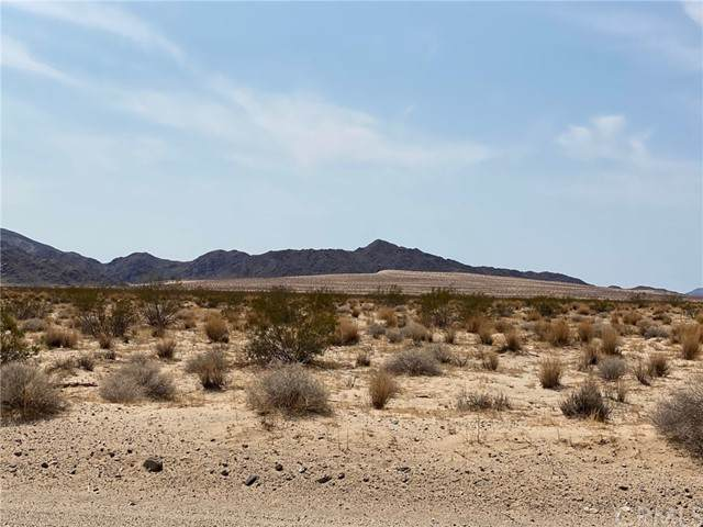 0 29 Palms Hwy, 29 Palms, CA 92277 (#OC21208463) :: Wannebo Real Estate Group