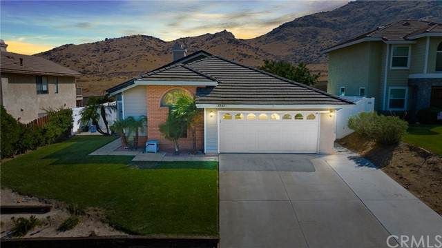 22531 Country Gate Road, Moreno Valley, CA 92557 (#IV21214184) :: Wannebo Real Estate Group