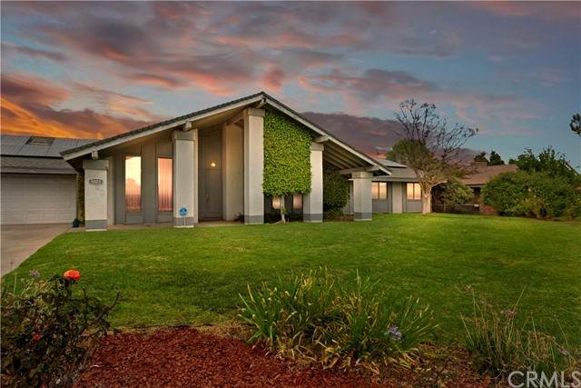 5823 Sycamore Avenue, Rialto, CA 92377 (#CV21217187) :: Windermere Homes & Estates