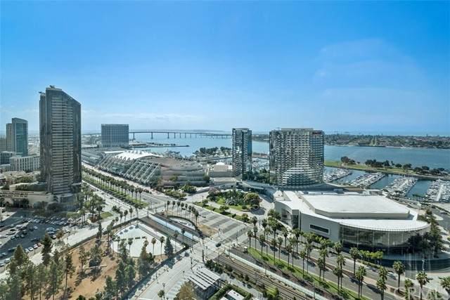 550 Front Street #2405, San Diego, CA 92101 (#ND21219138) :: SunLux Real Estate