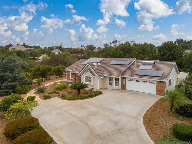 413 Beavercreek Ln, Fallbrook, CA 92028 (#NDP2111742) :: Solis Team Real Estate