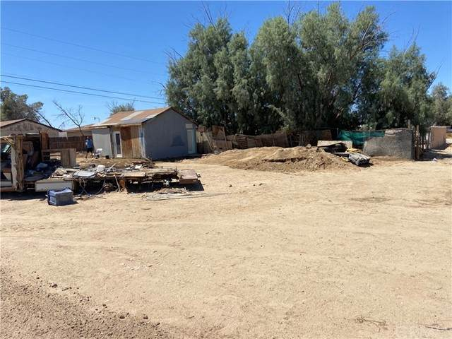 24957 W Main Street, Barstow, CA 92311 (#SW21229724) :: SunLux Real Estate