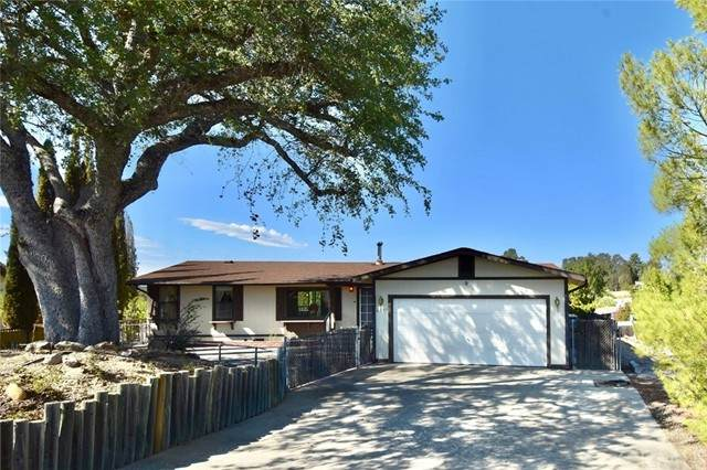 4671 Blue Lupine Lane, Paso Robles, CA 93446 (#NS21227007) :: SunLux Real Estate