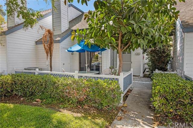 93 Greenmoor #28, Irvine, CA 92614 (#PV21229822) :: Wannebo Real Estate Group