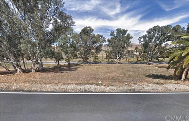 239 Riverside, Lake Elsinore, CA 92530 (#LG21230042) :: SunLux Real Estate