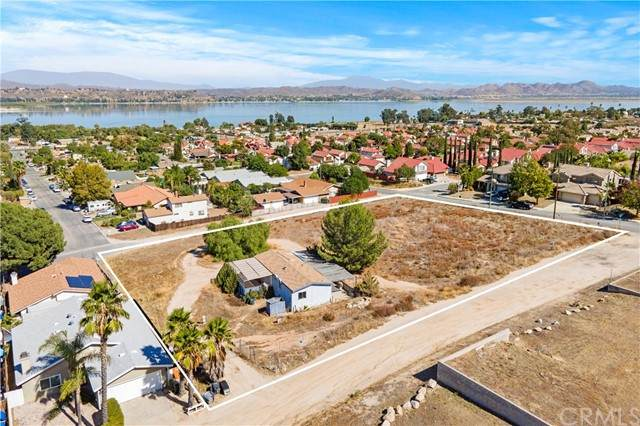 33333 Macy Street, Lake Elsinore, CA 92530 (#SW21230786) :: SunLux Real Estate