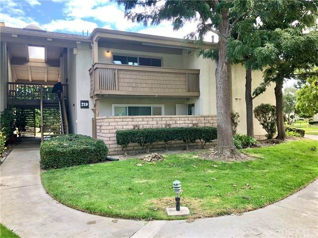 8933 Biscayne Court 219F, Huntington Beach, CA 92646 (#OC21230725) :: SunLux Real Estate