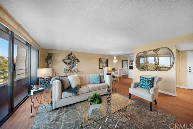 24055 Paseo Del Lago #305, Laguna Woods, CA 92637 (#OC21230918) :: SunLux Real Estate